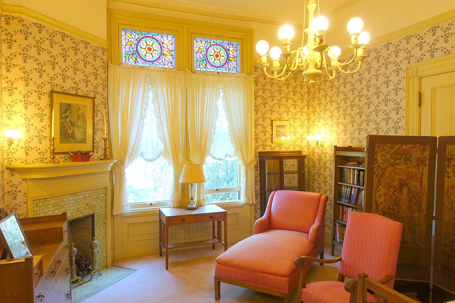 1599px-Back_bedroom_-_Haas-Lilienthal_House_-_San_Francisco,_CA_-_DSC05082